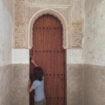 stan-tries-door-in-alhambra