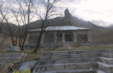 Remains of the Shahrestanak Palace today