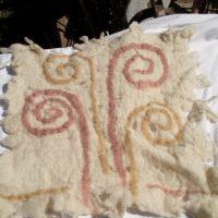 Feutre pétroglyphe, Valle del Encanto, Chile, cochenille eucalyptus