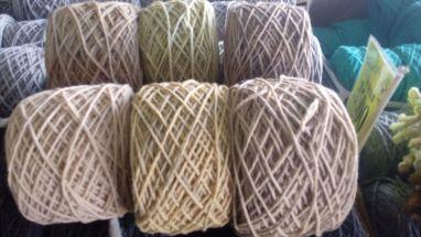 Laines teintes avec différents tanins