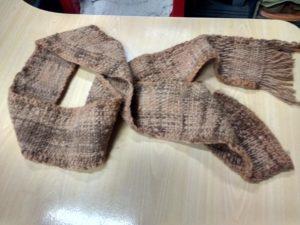 Petite écharpe, teinture à l'écorce d'eucalyptus