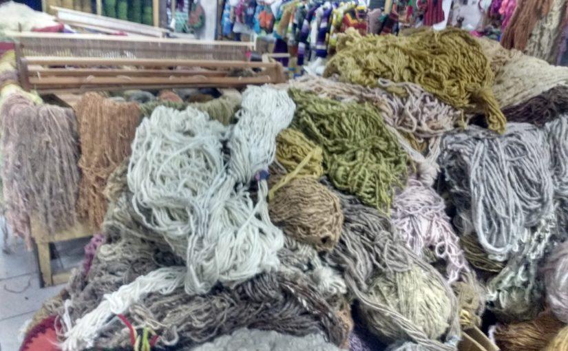 Heureuse de travailler la laine