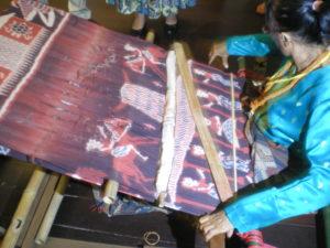 Démonstration de tissage d'ikat au Musée de Kuching
