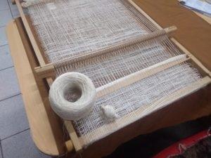 Tissage et bobines de soie utilisées pour cette pièce sur Tissanova
