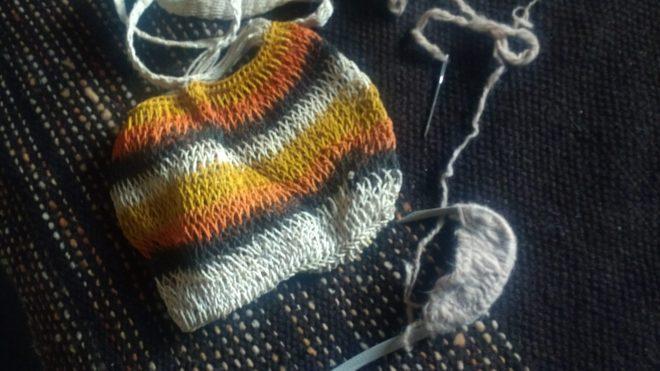 Filets tissés à l'aiguille, fibre proche du sisal, filée au fur et à mesure du tissage, ce qui évite les noeuds