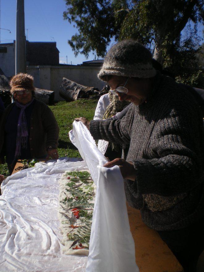 """Premier test d'ecoprint sur feutre au Centre Culturel """"La esquina Encendida"""" Santa Fe - Argentine"""