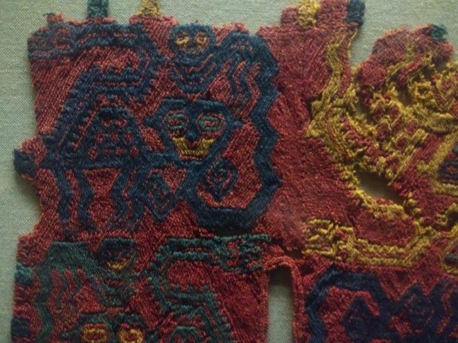 Fragment de textile Paracas, teintes très vives - Museo Amano - Lima - Pérou