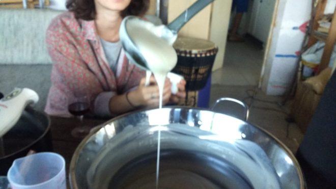 mélange base de savon encore liquide