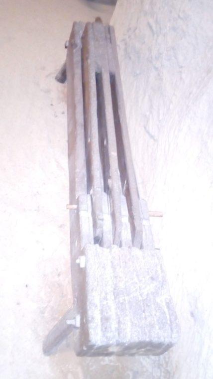 Machine à teiller qui sert à préparer les fibres de lin, de chanvre, mais aussi d'orties