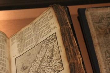 This Geneva Bible from 1608 has been printed on rag paper.