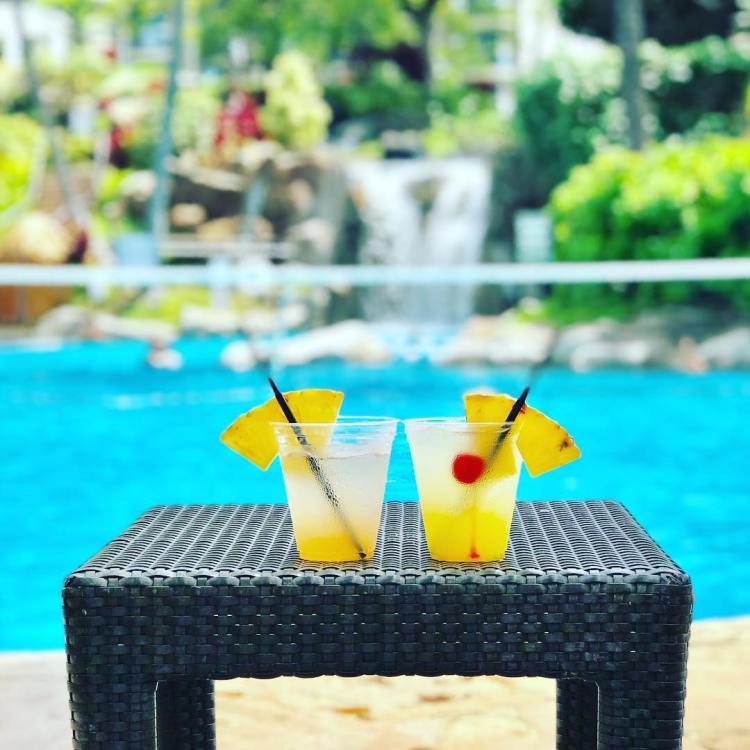 After leaving no stone unturned in Oahu and the Big Island, its time to explore Maui! TripAdvisor rated number one island in the world! But first I must examine this exotic drink! It looks simply irresistible! Double tap if you agree, The Westin Maui Resort and Spa