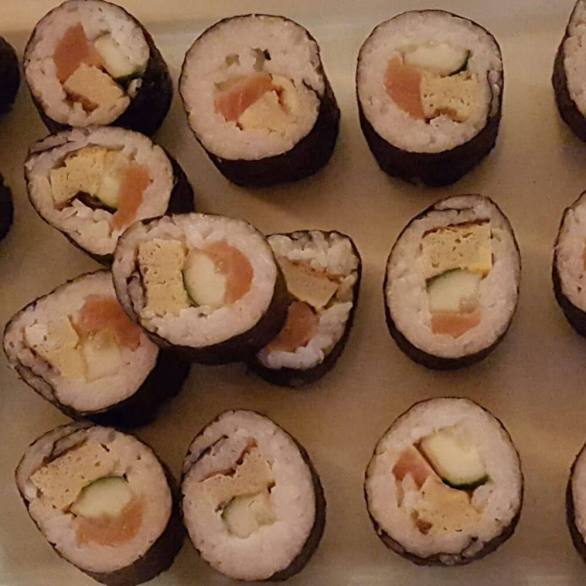 Maki Rolls - this one w. Salmon, Asian Egg & Cucumber