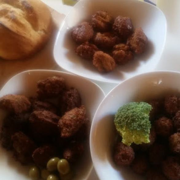 You find chickpeas everywhere. We will have our own variations of the Middel Eastern dish Falafel. Here a few variations from this morning: Normal Falafel, Falafel w. Green Olives & Falafel w. Broccoli. Very easy and very healthy.
