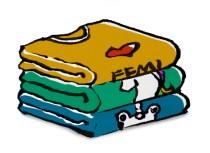 Ilustração de uma pilha de três camisetas.