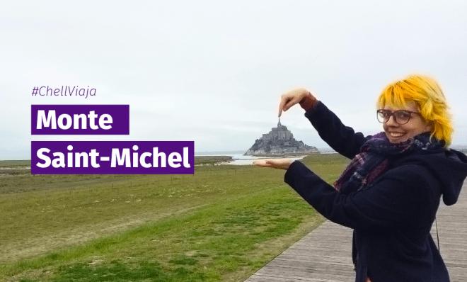 Eu segurando Monte Saint-Michel