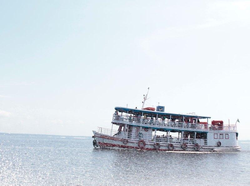 Barco no Rio Amazonas.