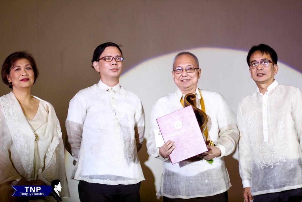 Scriptwriter and novelist Ricky Lee receives the 2015 Gawad Plaridel