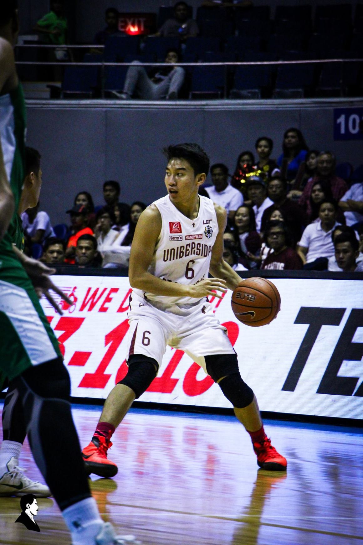 Jett Manuel looks for opportunities to drive through the La Salle Archers. Photo by Hannah Paguila, TNP Photographer UP Fighting Maroons