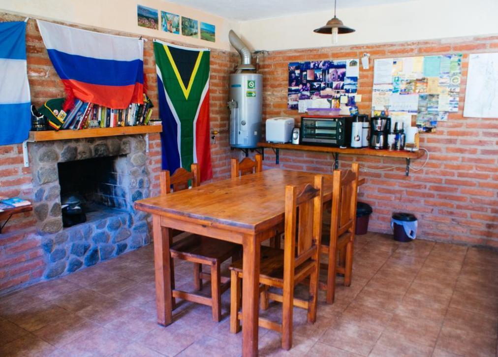 Cocina-Comedor-Hostel-Tinktinkie-En-Santa Rosa-De-Calamuchita;