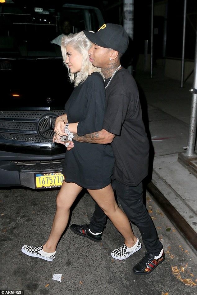Kylie & Tyga get cosy...again!