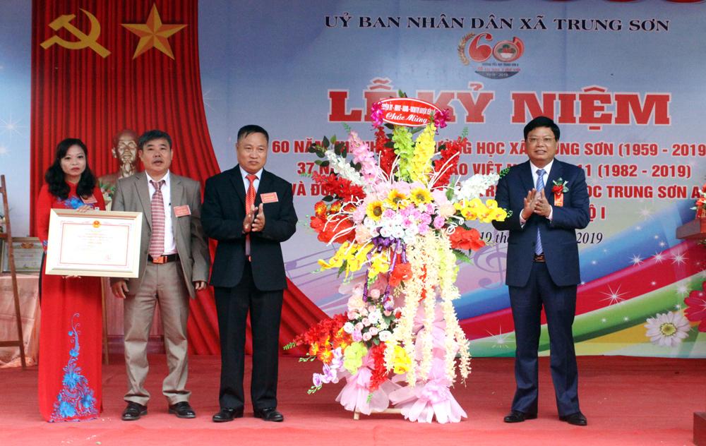 Trường Tiểu học Trung Sơn A đón bằng công nhậntrườngchuẩn Quốc gia