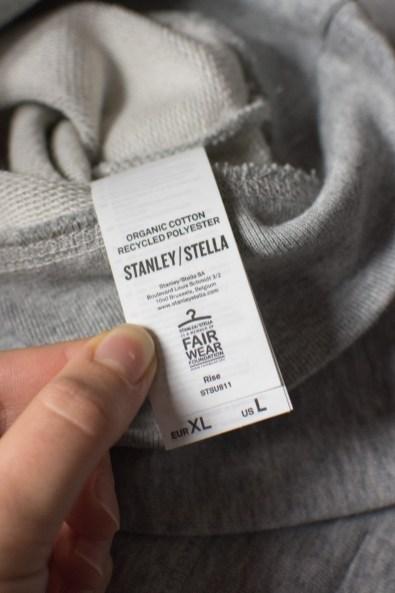 Die Firma, von der die Rohlinge für die Pulis stammen, ist Mitglied der Fair Wear Foundation