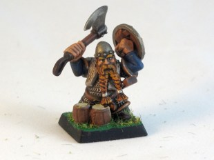 A Dwarf puts down his pints long enough to express himself to the enemy