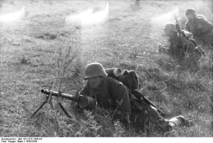 A German soldier sets up his MG34 at Nettuno near Anzio , Italy 1944