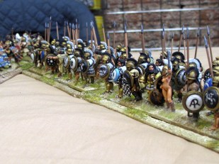 Greek hoplites in large dense units