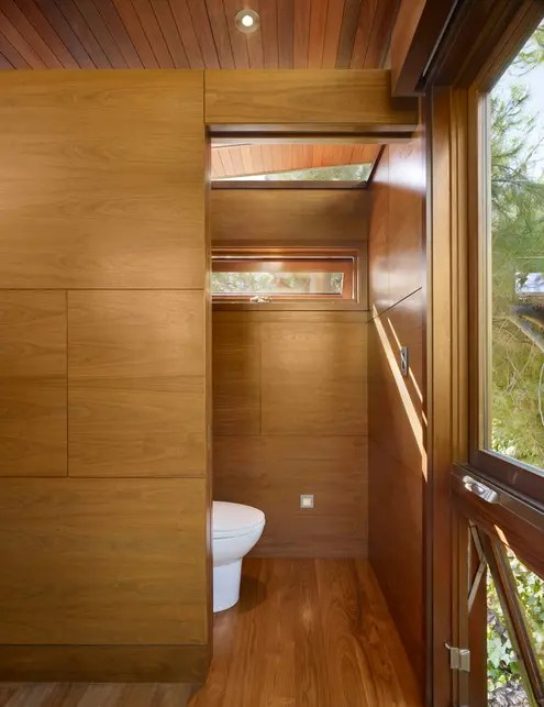 treehouse-bathroom