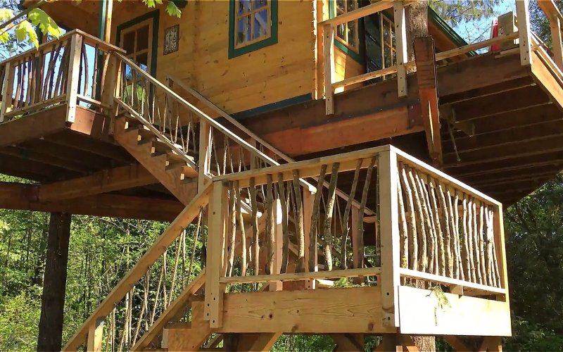Realwood Tiny Homes Builds an Amazing Treehouse 003