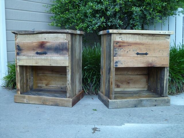 how to make your own diy pallet nightstands tiny house pins. Black Bedroom Furniture Sets. Home Design Ideas
