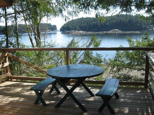 16-x-20-foot-waters-edge-cabin-on-cortes-island-british-columbia-canada-7
