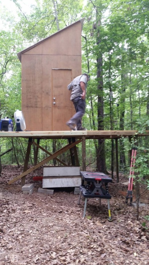 160-sq-ft-tiny-cabin-in-the-woods-0006