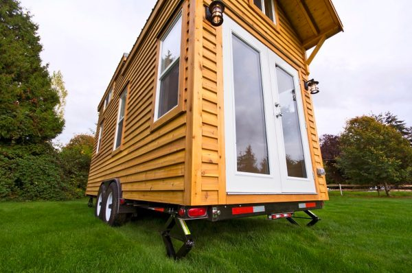 160-sq-ft-tiny-house-on-wheels-by-tiny-living-homes-0001