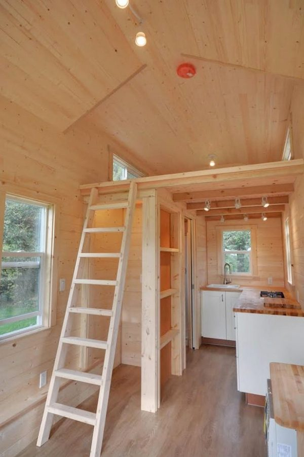 160-sq-ft-tiny-house-on-wheels-by-tiny-living-homes-0006
