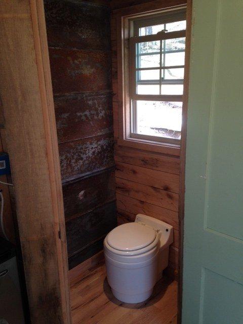 180-sq-ft-otter-den-tiny-house-0011