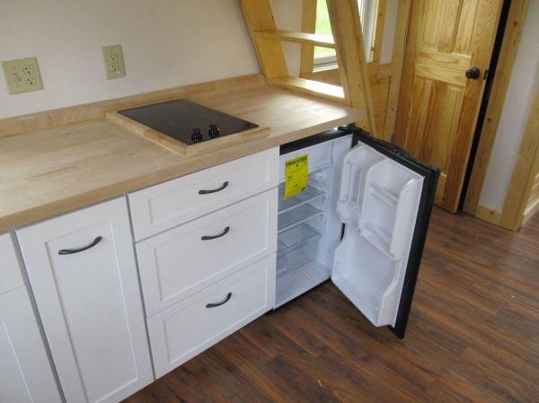 180-sq-ft-tiny-house-with-extra-64-sq-ft-loft-07