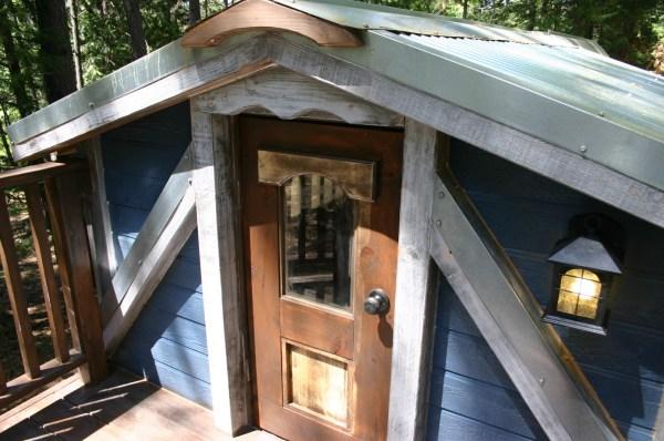 1904 Rustic Vintage Tiny House with Loft Balcony 0011