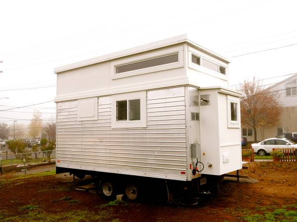200-sf-modern-tiny-house-for-sale-in-ashland-oregon-003
