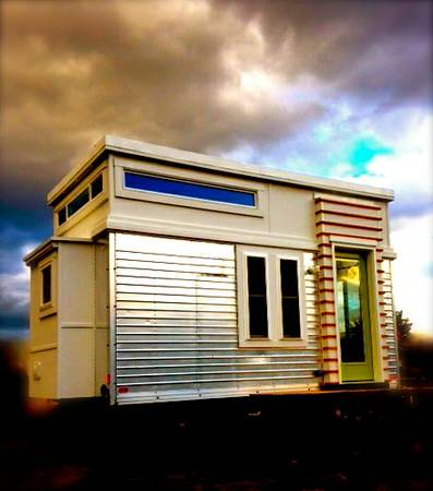 200-sf-modern-tiny-house-for-sale-in-ashland-oregon-004