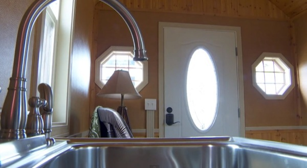200-sq-ft-irish-cottage-tiny-house-04