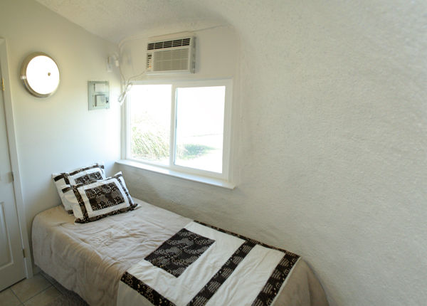 monolithic-dome-home-bedroom