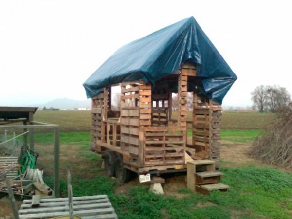 tiny-free-pallet-house-by-michael-janzen