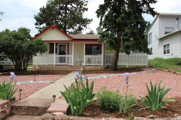 638 Sq. Ft. Cottage For Sale in Colorado Mountain Town
