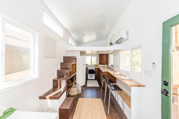 24 Modern Caravan by Tiny House Cottages_021