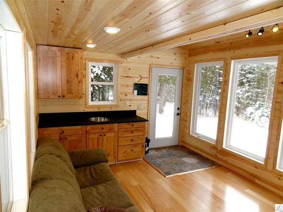 240-sq-ft-tiny-log-cabin-for-sale-006
