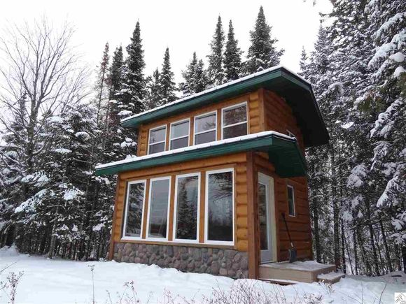 240-sq-ft-tiny-log-cabin-for-sale-011