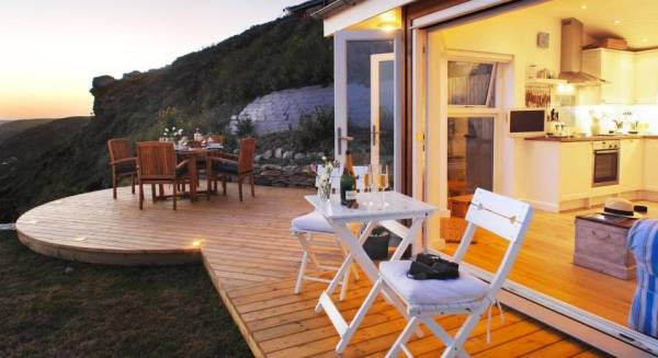320-sq-ft-tiny-beach-cottage-vacation-in-cornwall-018