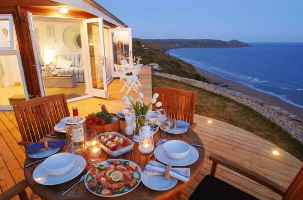 320-sq-ft-tiny-beach-cottage-vacation-in-cornwall-019